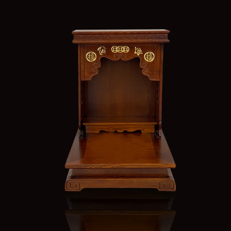 Bàn thờ Thần Tài làm bằng gỗ tại xưởng Đồ thờ Huyền Đức